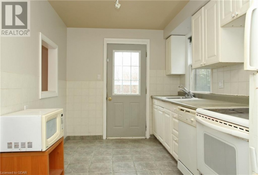 82 LIVERPOOL Street, Guelph, Ontario N1H2L1, 8 Bedrooms Bedrooms, ,4 BathroomsBathrooms,Multi-family,For Sale,LIVERPOOL,40081694
