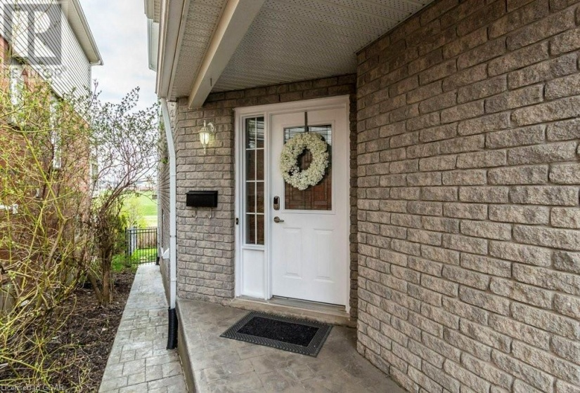 195 FARLEY Drive, Guelph, Ontario N1L1L7, 4 Bedrooms Bedrooms, ,4 BathroomsBathrooms,Single Family,For Sale,FARLEY,40104131