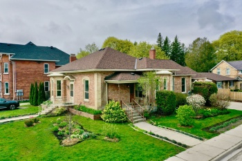 62 Fourth ST., Collingwood, L9Y 1R4, 4 Bedrooms Bedrooms, 14 Rooms Rooms,3 BathroomsBathrooms,Single Family,For Sale,Fourth,40107461