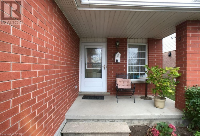64 THOMPSON Drive, Guelph, Ontario N1E7A2, 3 Bedrooms Bedrooms, ,2 BathroomsBathrooms,Single Family,For Sale,THOMPSON,40033587