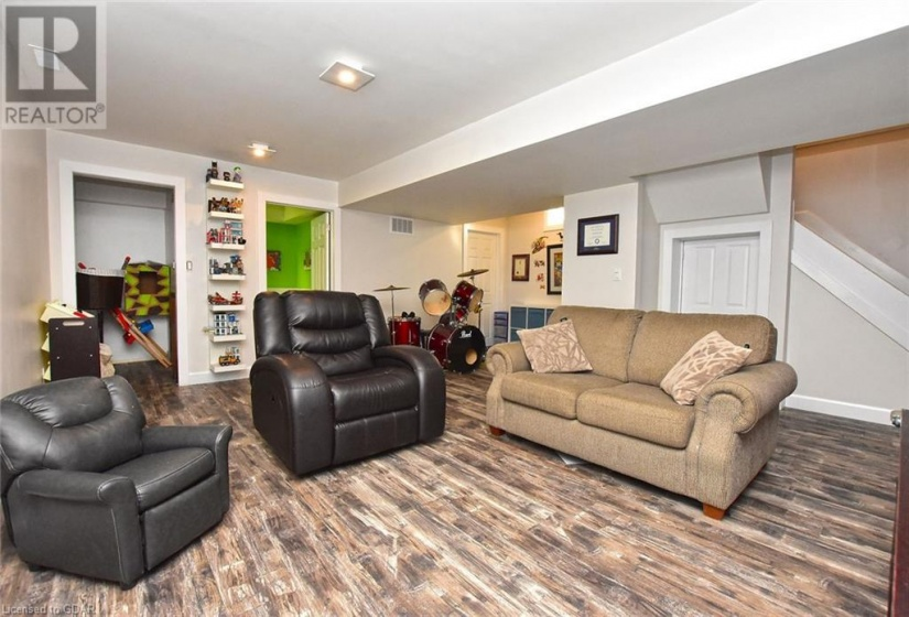 68 COLBOURNE Crescent, Orangeville, Ontario L9W5A7, 3 Bedrooms Bedrooms, ,4 BathroomsBathrooms,Single Family,For Sale,COLBOURNE,40035259